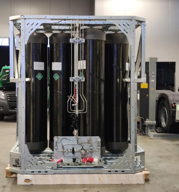 Das Wasserstoff-Tanksystem fasst ca. 40 kg H2. Der Rahmen hält Crashs bis 10G aus.